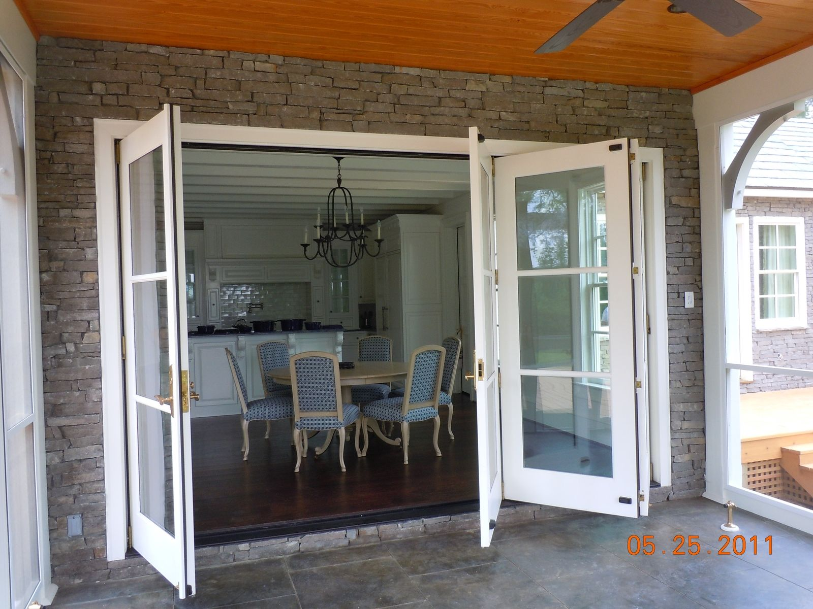 Folding doors home hardware folding doors for Home hardware doors
